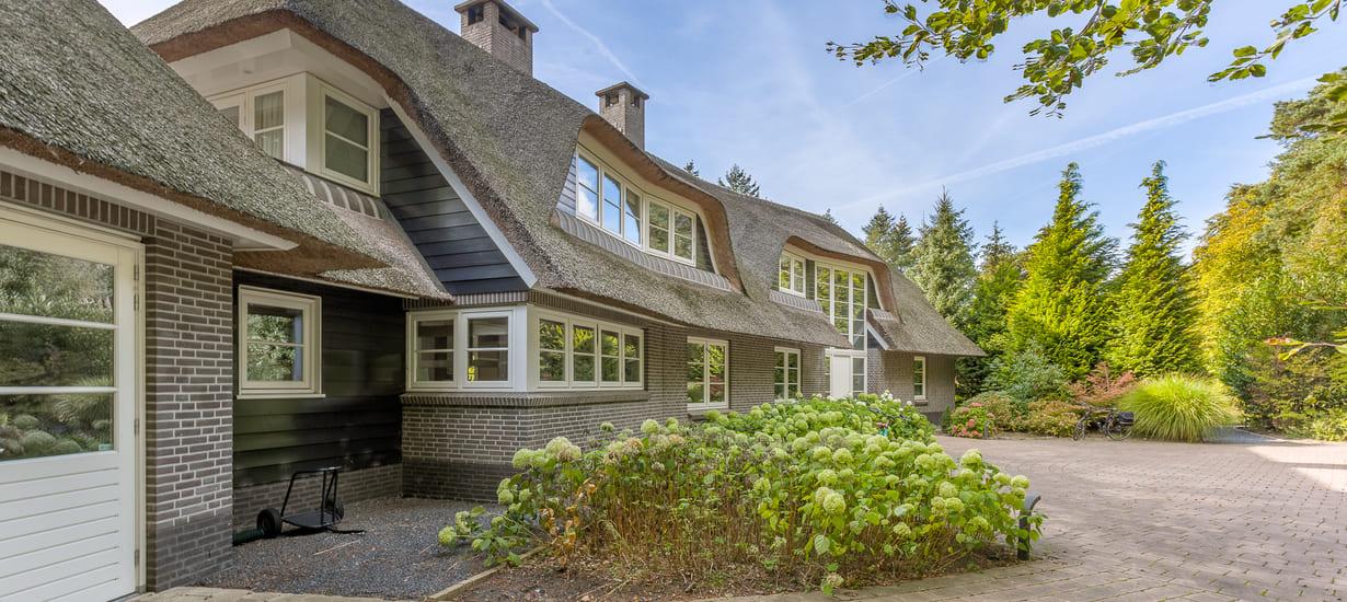 3dcase-architectenburo-utrecht-rietgedekte-villa